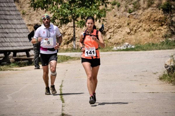 Finishul de la Cozia, cu inca un alergator care poarta Speedcross