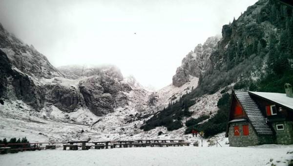 Trasee montane de o zi: Prima ninsoare la Mălăiești